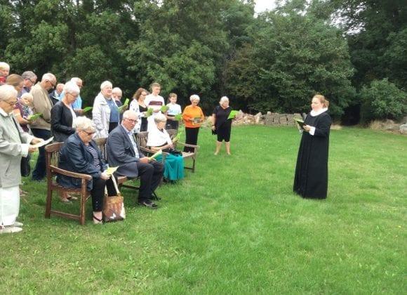 Gudstjeneste i præstens have 25. august
